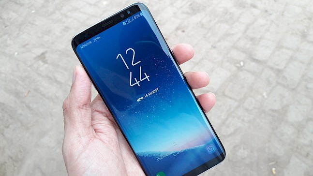 Samsung Galaxy S8 with 18:9 aspect ratio display